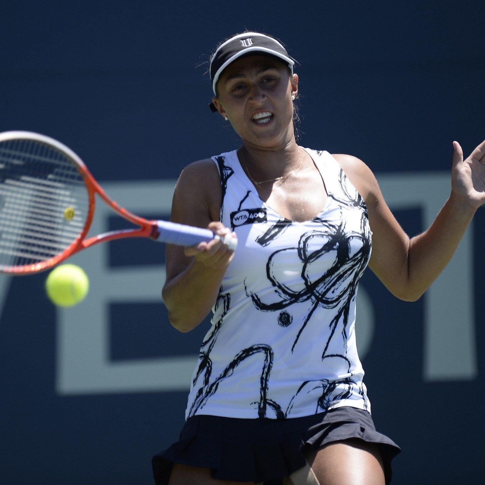Tamira Paszek kassiert 0:6,0:6-Niederlage gegen Daniela Hantuchova.