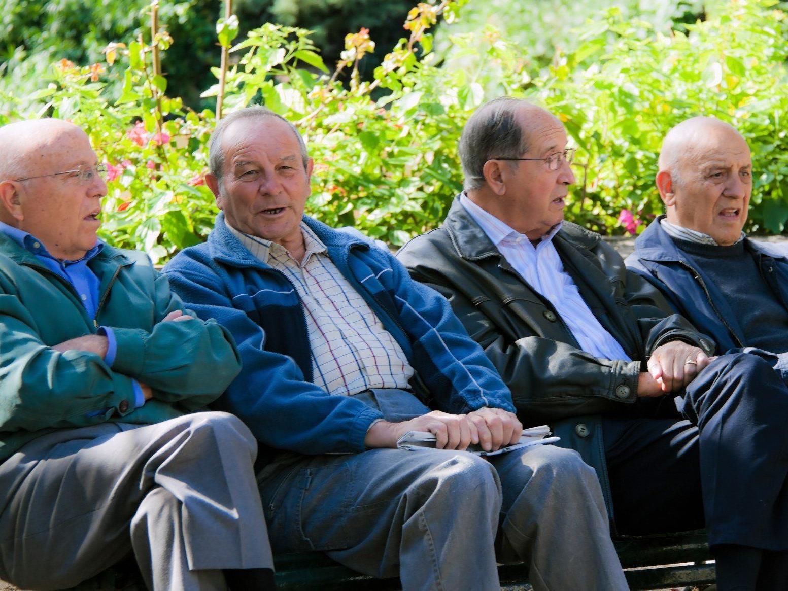 Während die Lebenserwartung steigt, bleibt das Pensionsantrittsalter gleich.
