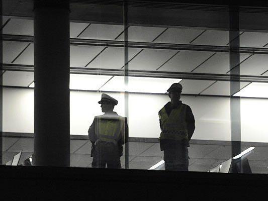 Ein Grenzpolizist ließ sich am Wiener Flughafen einiges zuschulden kommen