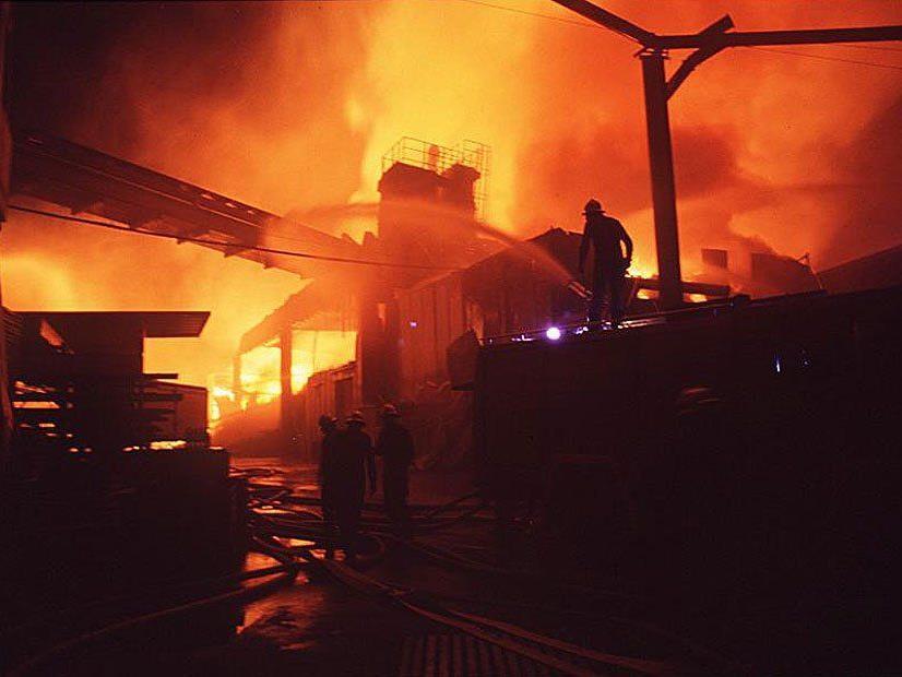 Großbrand im Holzbauwerk Kaufmann 1992.