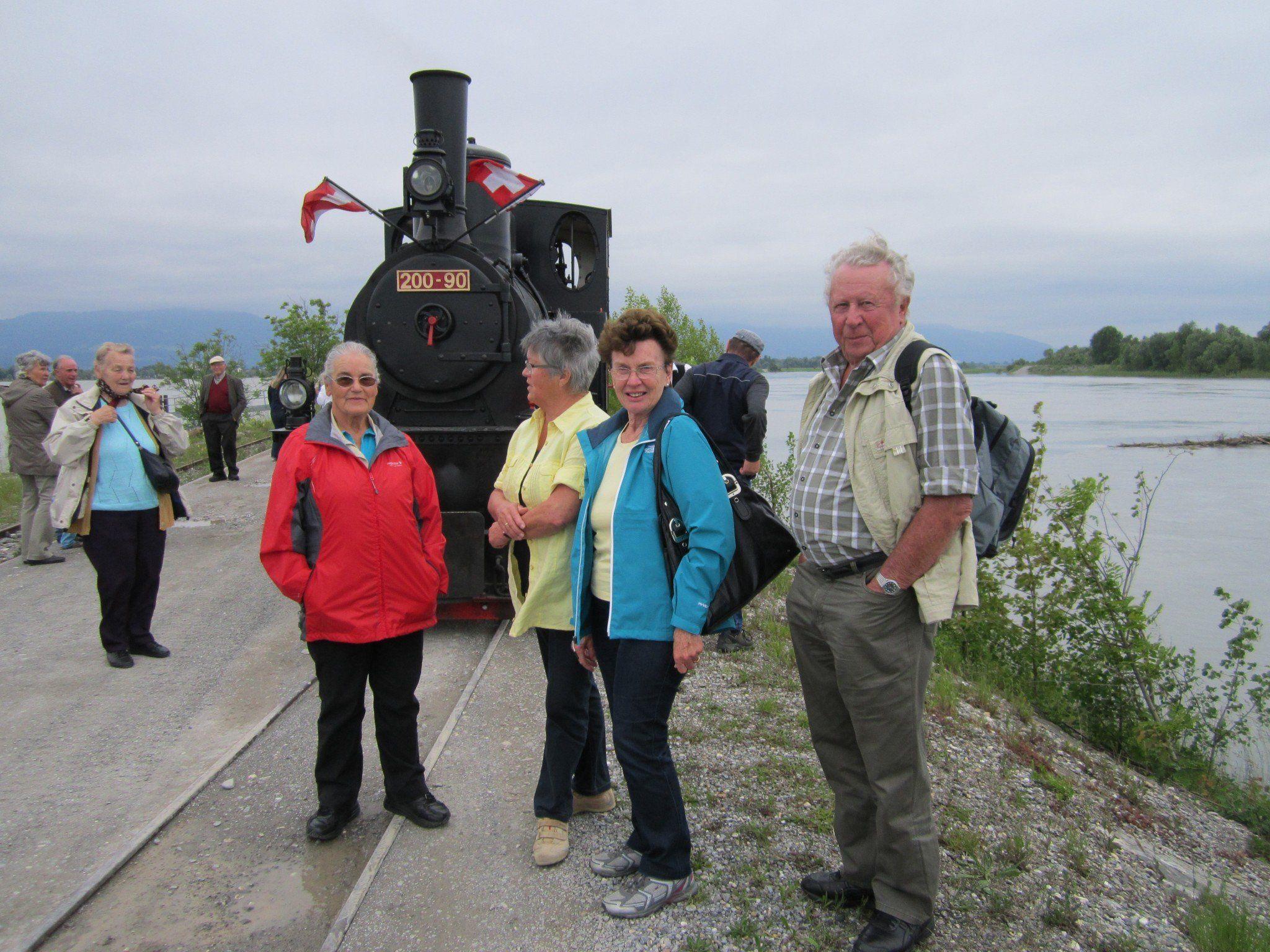Die Röthner Senioren waren zum Rhein schauen eingeladen.
