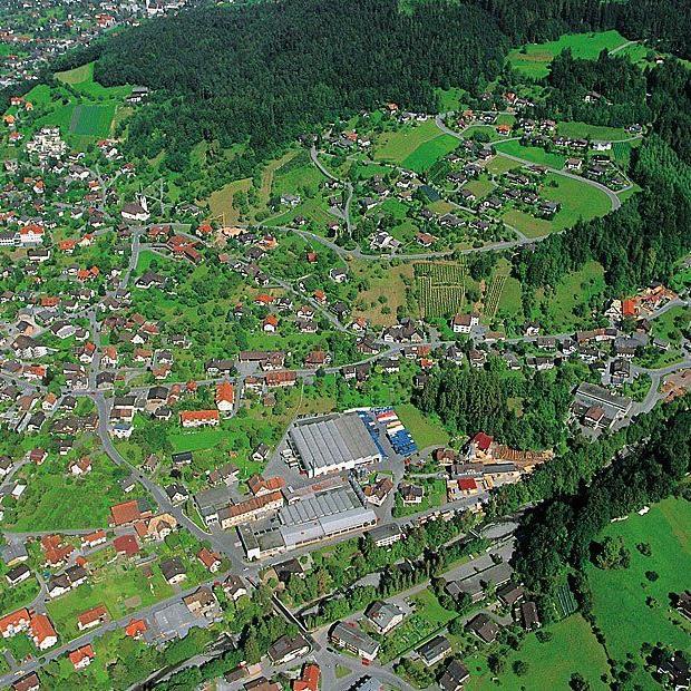 Luftaufnahme von Röthis aus dem Jahr 2000.