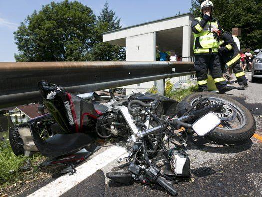 Das Motorrad des schwer verletzten 19-Jährigen wurde bei dem Unfall komplett zerstört.