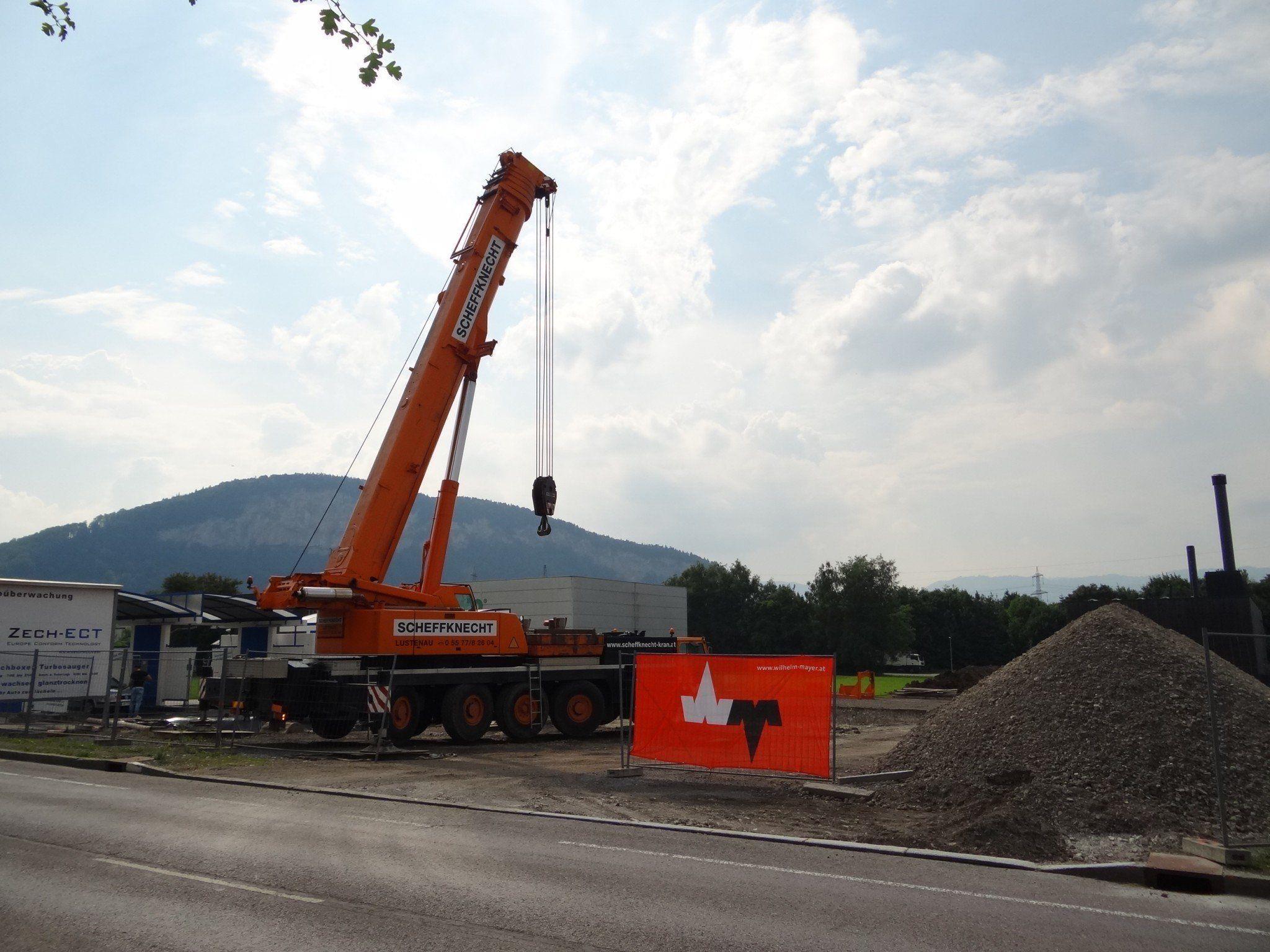 Ein 200 Tonnen schwerer Telekran versetzte vor einigen Tagen den Schlammfang.