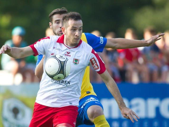 Symbolbild: Viele heimische Klubs vertrauen auf die ausländischen Kicker.