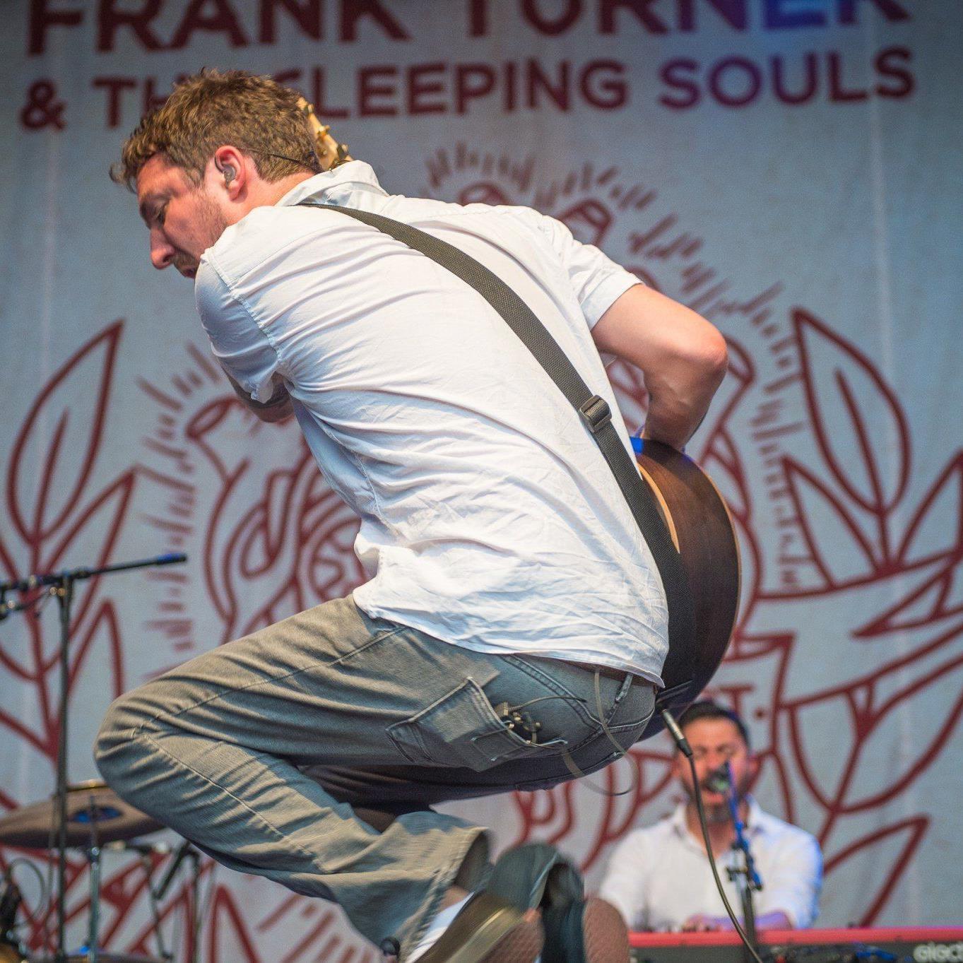 """Frank Turner & The Sleeping Soulds: Die letzten Herzen hat der Brite mit seinem im Vorarlberger Dialekt vorgetragenen Hit """"Eulogy"""" im Sturm erobert."""