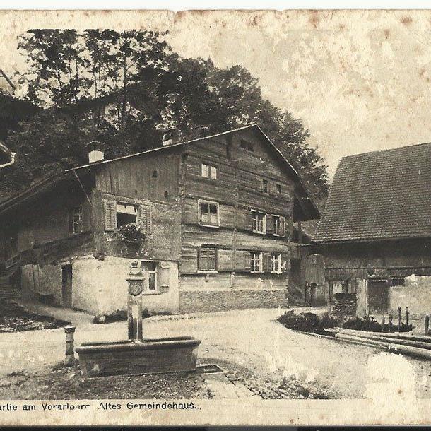 "Hohenems: Dorfensemble mit ""Altem Rathaus"" um 1914."