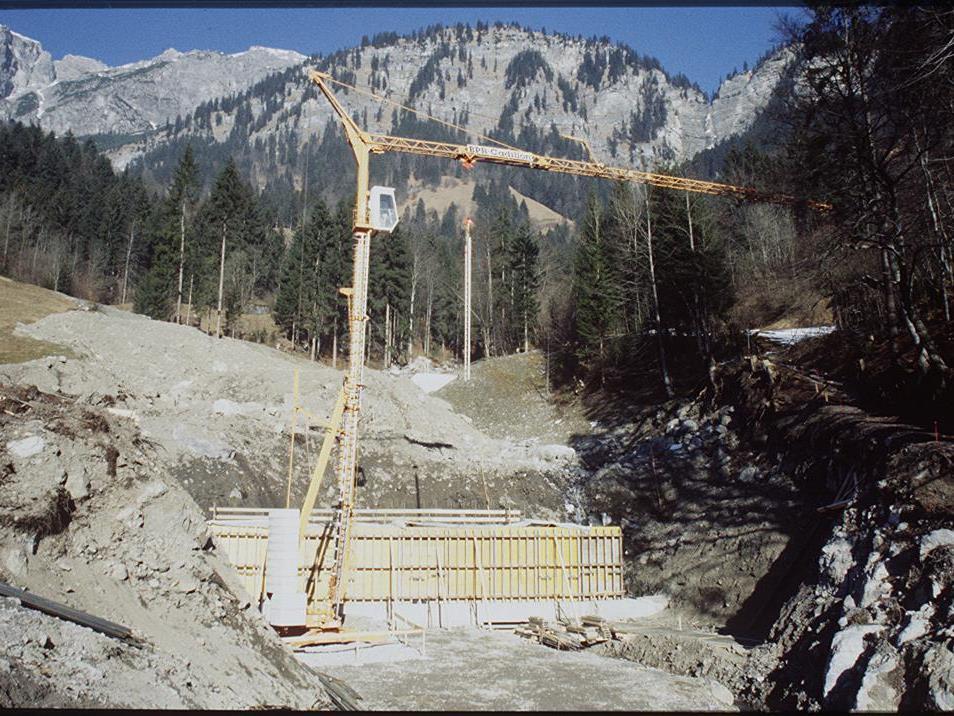 Raststätte, Hauptschule und Wildbachverbauung Drei Projekte werden gleichzeitig abgeschlossen.