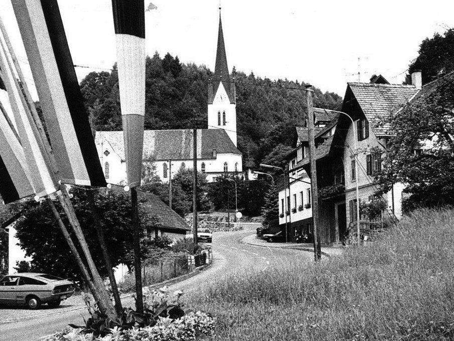 Blick auf die Kirche: Gemeinde Klaus in vergangenen Tagen.