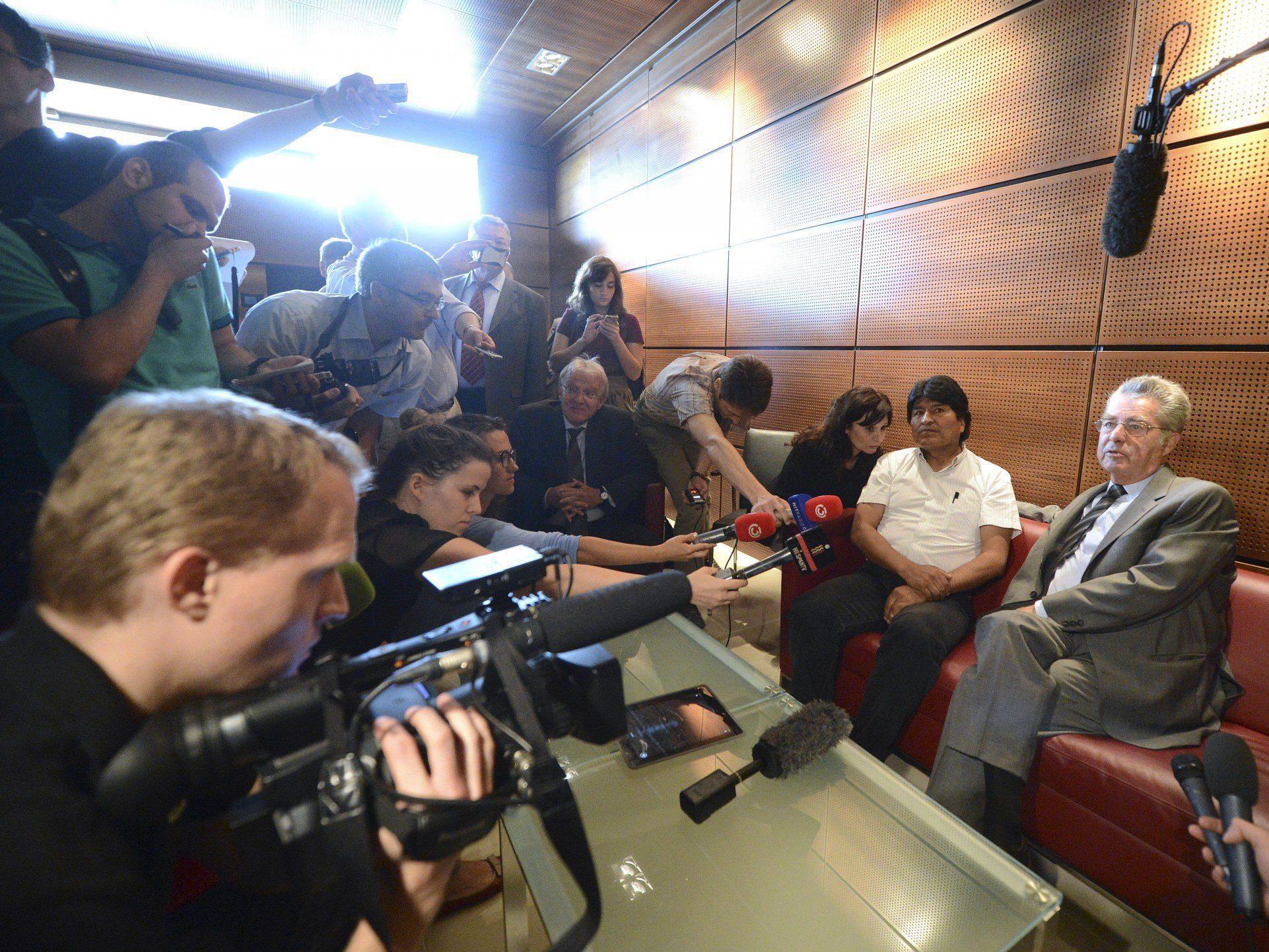 Evo Morales saß 13 Stunden in Schwechat fest Etliche Twitterer empört