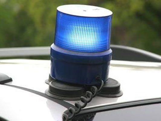 Polizei fahndet nach flüchtigem Täter.