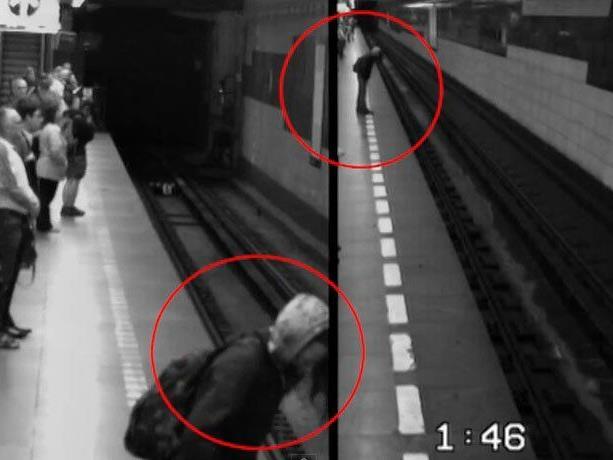 Überwachungsvideo zeigt, wie die Frau auf die Gleise stürzt und überrollt wird.