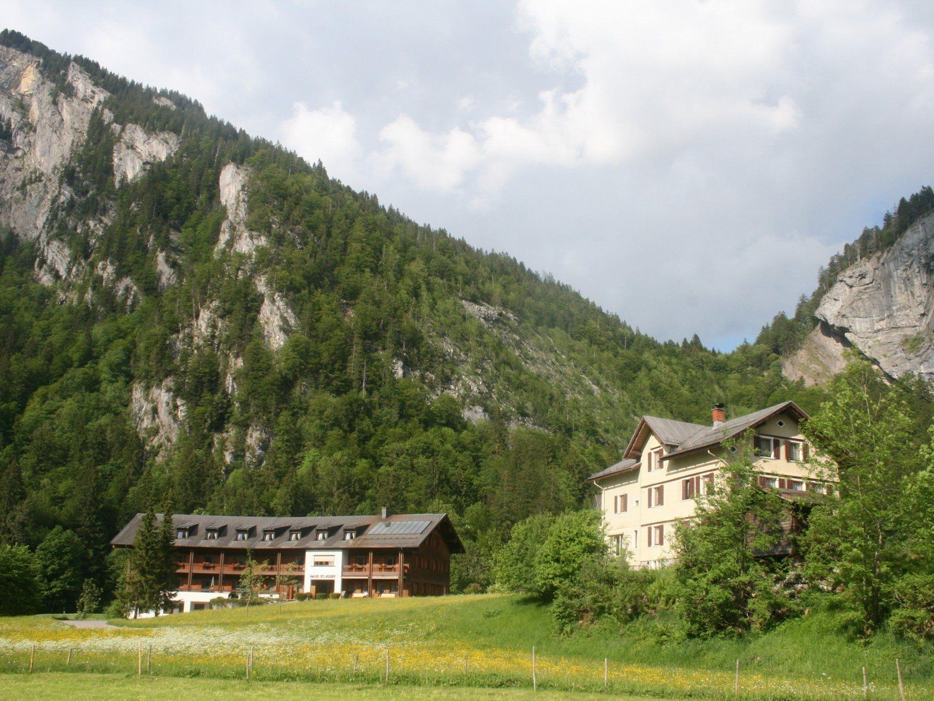 """Das alte """"Spitöle"""" (r.) wird künftig von einem Privaten genutzt, das """"Haus St. Josef"""" für Betreutes Wohnen adaptiert und daran anschließend ein neues Pflegeheim erstellt."""