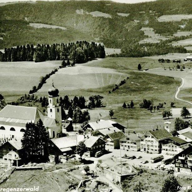 Luftaufnahme Sulzberg von Osten um 1959. (Gemeinde Sulzberg - sulzberg.at)
