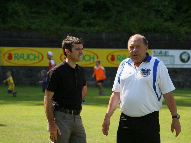Ballschule-Leiter Günther Kerber im Smalltalk mit Rankweil-Bürgermeister Martin Summer.