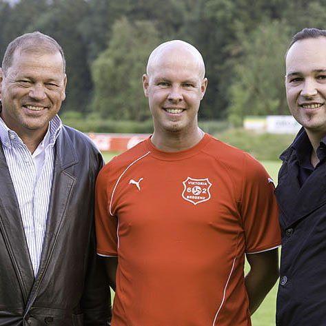 Viktoria Bregenz-Neocoach Daniel Schmid mit den beiden wichtigsten Funktionären hoffen auf bessere Zeiten.