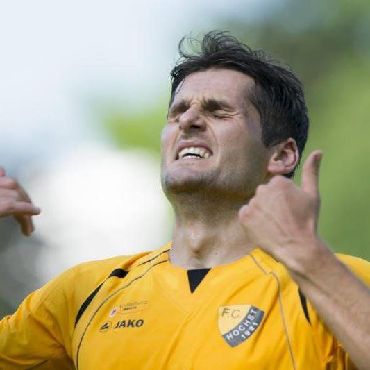Samir Karahasanovic kann es nicht glauben: Höchst verlor zum Auftakt gegen Wals mit 2:3.