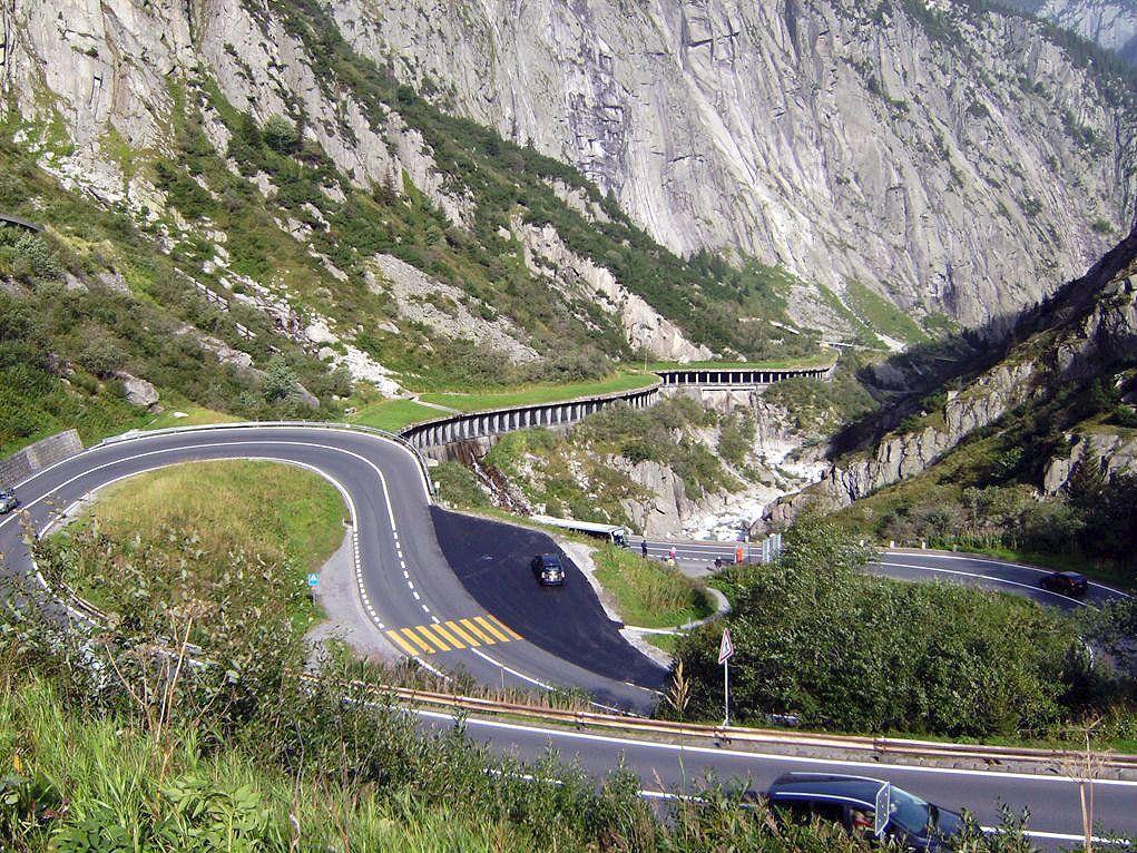 """Gotthardpass: Es warten herrliches Alpenpanorama, Rastmöglichkeiten und kein """"Tunnelblick""""."""