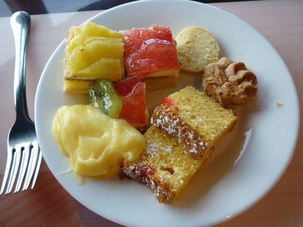 Wer Halbpension bucht, erhält für gewöhnlich Frühstück und Abendessen. Das Plus wertet die Halbpension um kostenfreie Getränke auf.