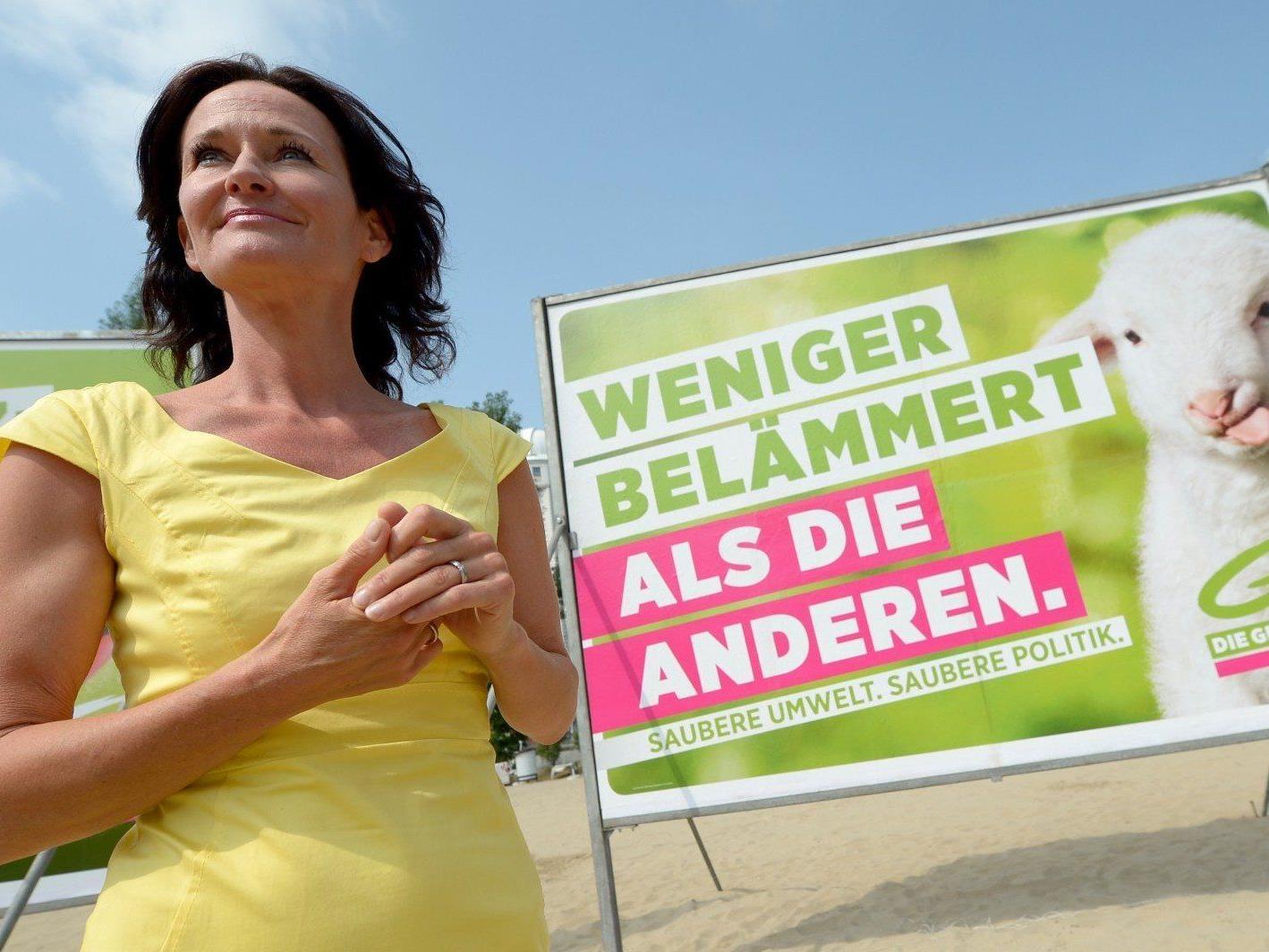 Grünen-Chefin Eva Glawischnig bei der Präsentation der Nationalratswahlplakate.