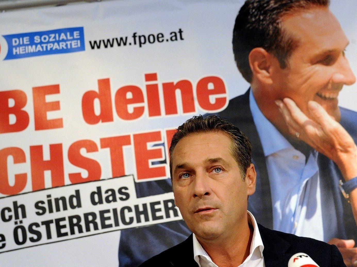 """FPÖ: Strache präsentierte in der Wiener Lugner City seinen Film zu """"Österreich zuerst""""."""