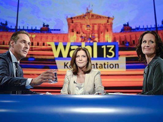 FPÖ-Chef Heinz-Christian Strache (l.), Moderatorin Ingrid Thurnher (m.) und Grünen-Chefin Eva Glawischnig beim TV-Duell