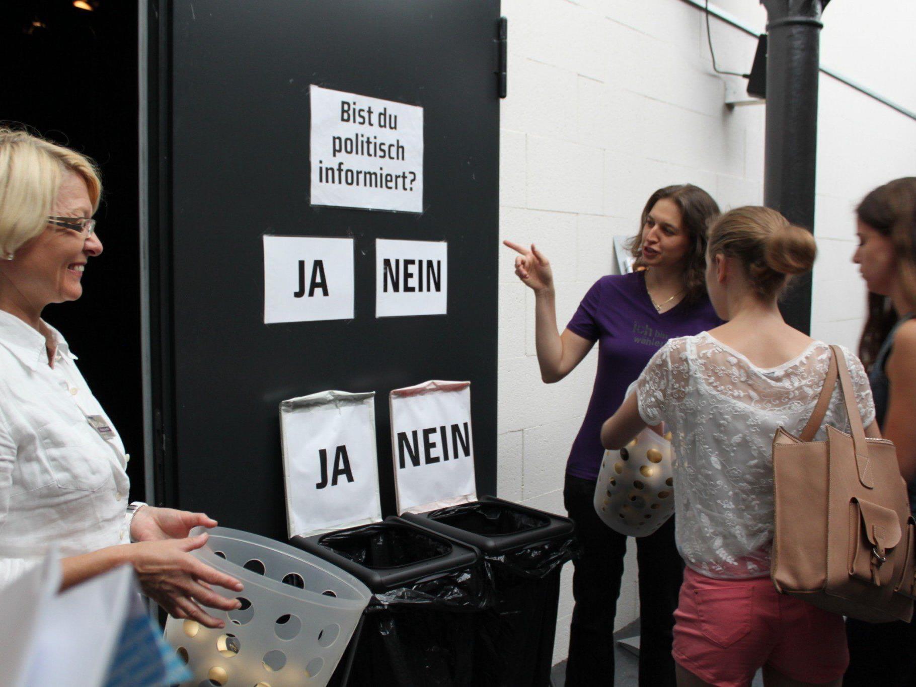 Fragen auf Augenhöhe: Jugendliche treffen PolitikerInnen am 12. September im Kleinen Dorfsaal in Schwarzenberg.
