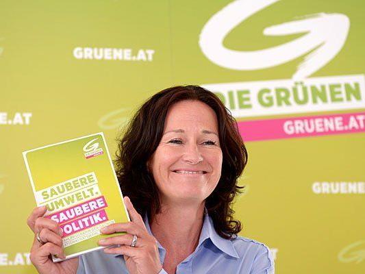Die Bundessprecherin der Grünen, Eva Glawischnig, bei der Präsentation des Grünen Wahlprogrammes