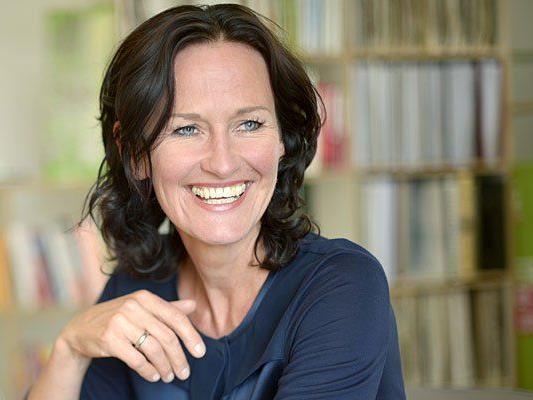 Eva Glawischnig zeigt sich in der neuen Grünen-Plakatserie volksnah
