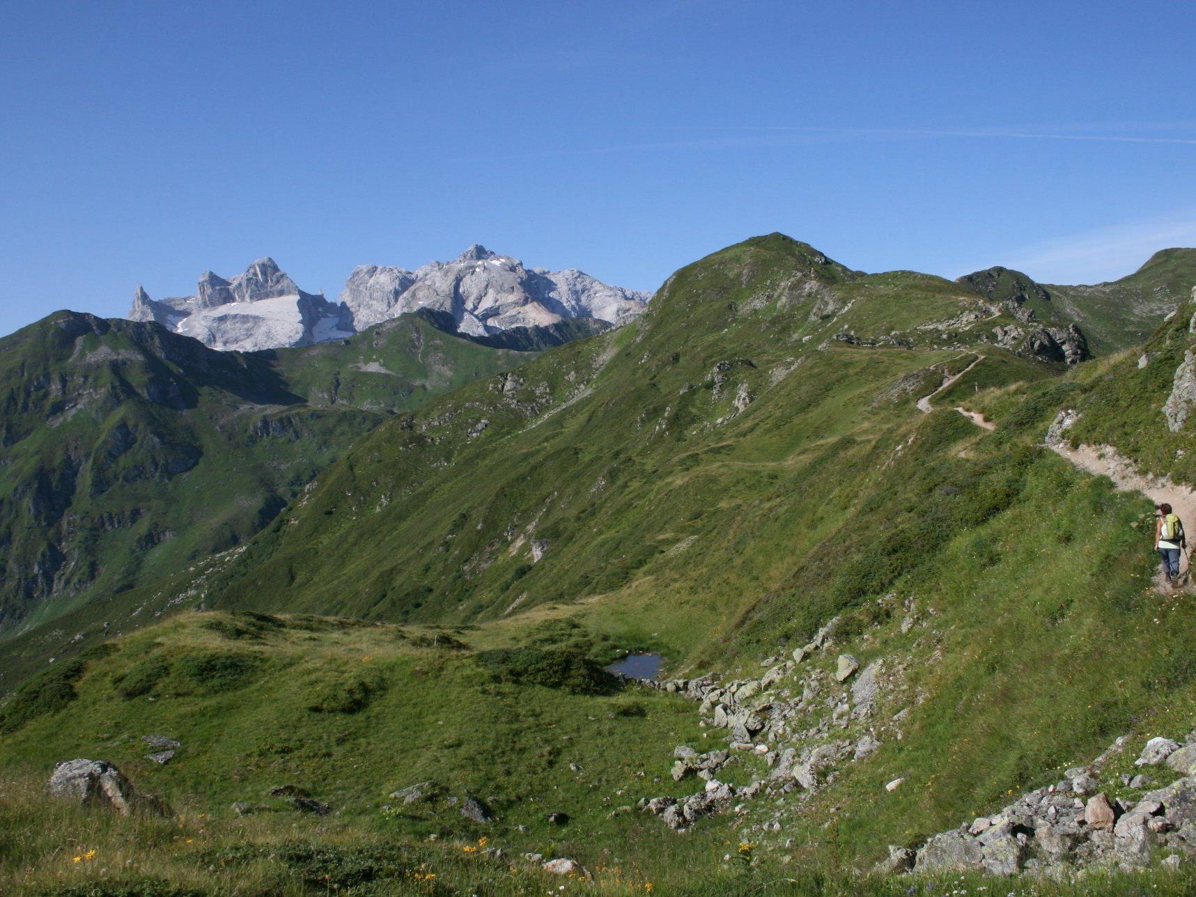Golmer Höhenweg mit Blick auf die Drei Türme.