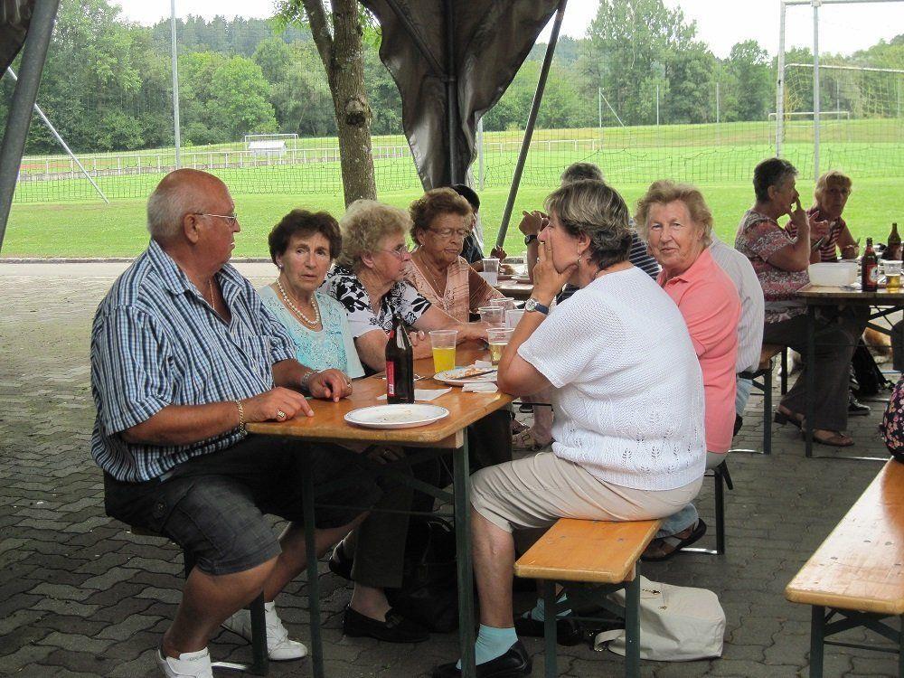 Den Festschmaus genießen die Mitglieder des PVÖ Leiblachtal