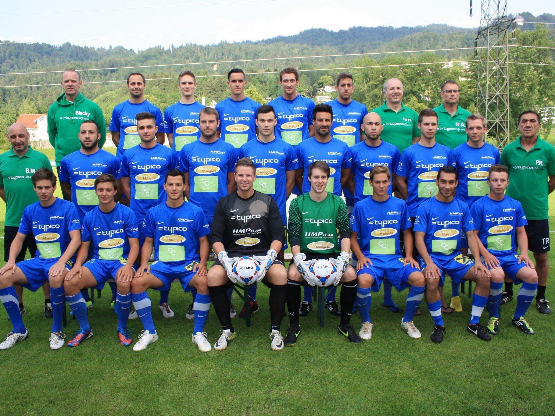Die Kampfmannschaft des SV Typico Lochau lädt am Samstag auf der Sportanlage Hoferfeld zum ersten Meisterschaftsheimspiel.
