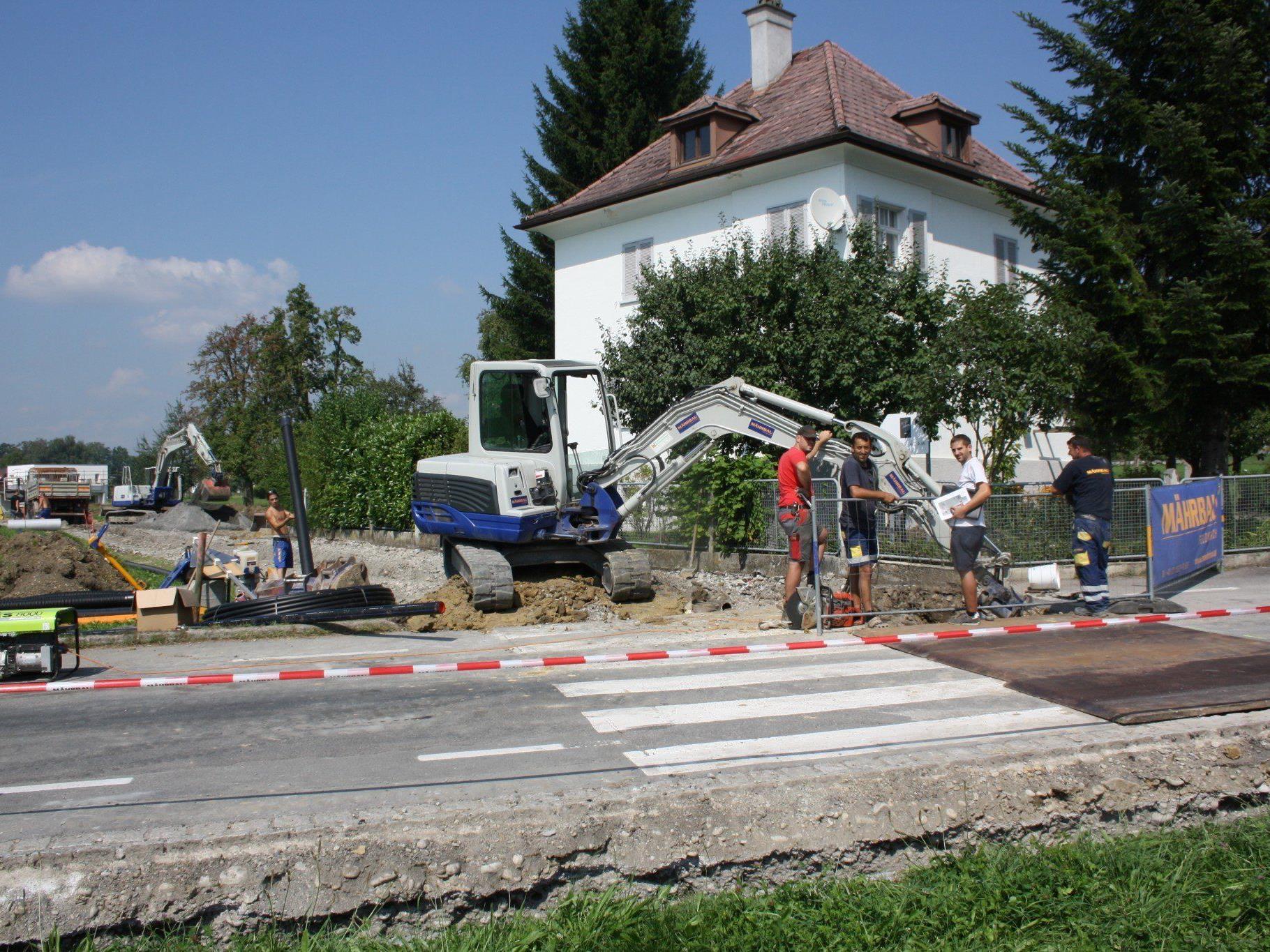"""Querung Bahnhofstraße für die notwendigen Versorgungsleitungen samt Installation eines neuen Wasseranschlussschiebers im """"Kurzglend""""."""