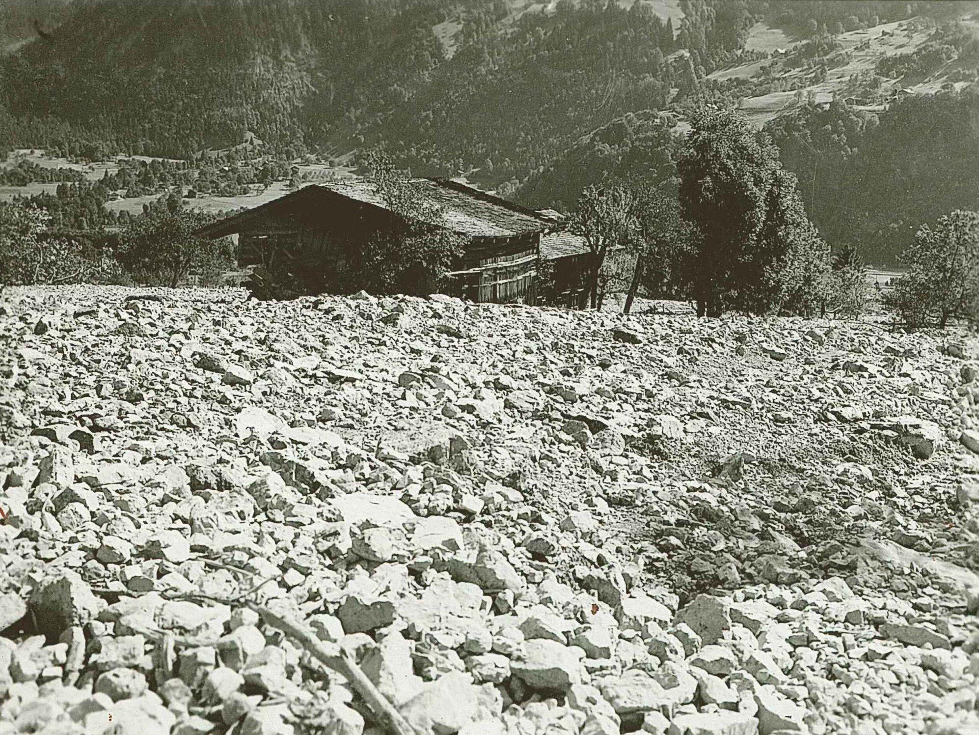 Historische Aufnahmen aus dem Archiv der Wilbach- und Lawinenverbauung sind bei der Ausstellung zu sehen.
