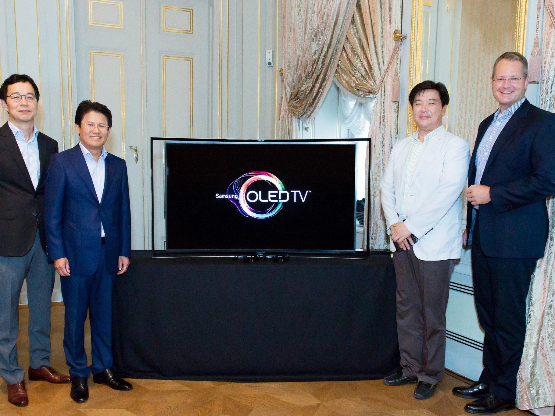 Moderne Technik im klassischen Ambiente: Die Präsentation des Curved OLED TV KE55S9C in der Wiener Albertina.
