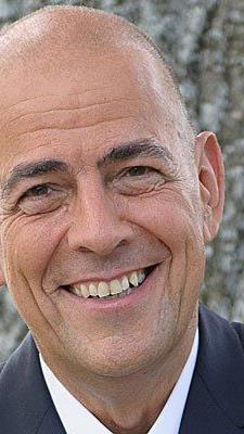 Ulrich Schumacher mit Wirkung zum 1. Oktober 2013 zum neuen CEO sowie interimistischen CFO der Zumtobel AG bestellt.