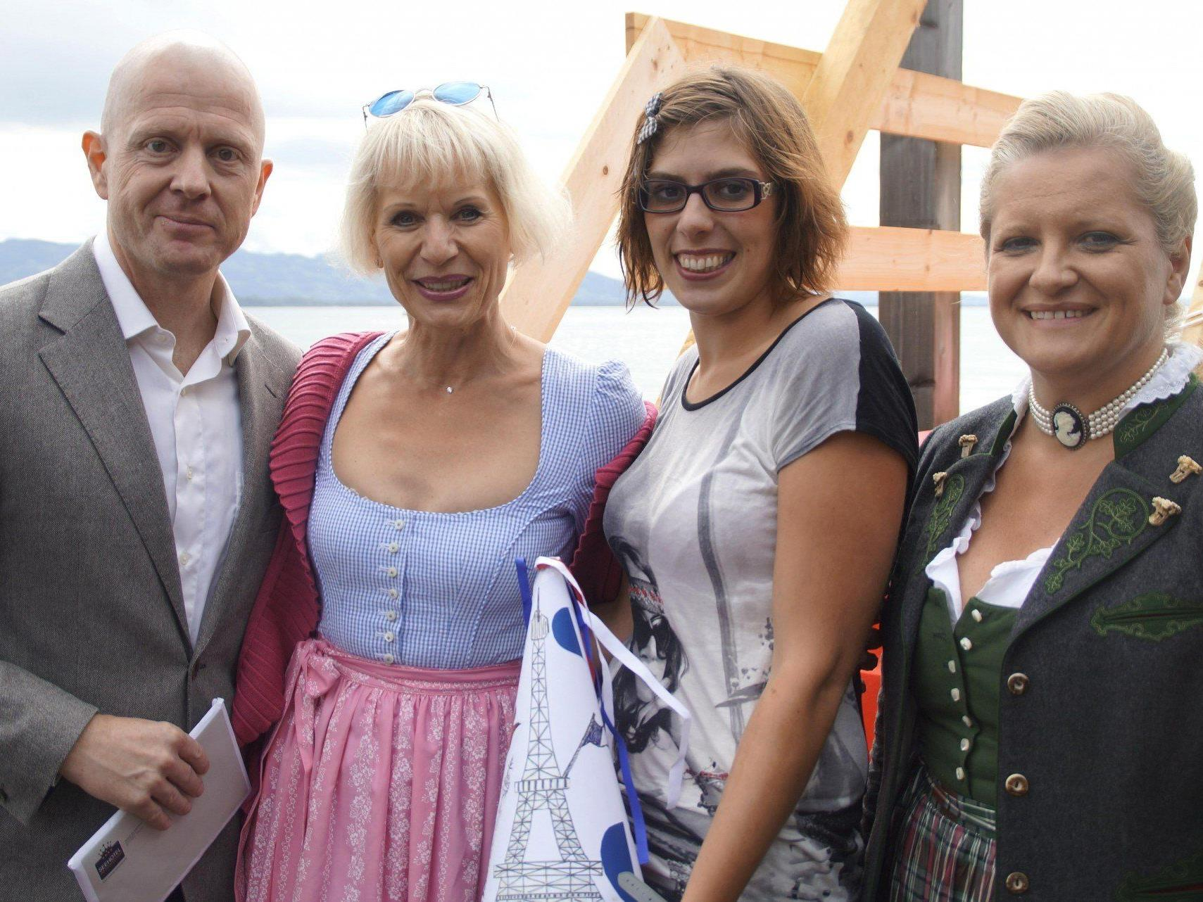 Seehotel-Direktor Horst Fallosch, Heilwig Pfanzelter, Siegerin Marie Guny und Andrea Forer