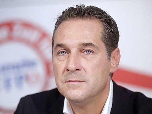 FPÖ-Chef Heinz-Christian Strache bei der Präsentation der 2. Plakatkampagne zur Nationalratswahl