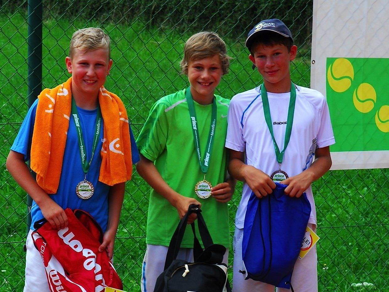 Nicolai Graninger (Mitte) gab seinen Konkurrenten in Gaschurn das Nachsehen.