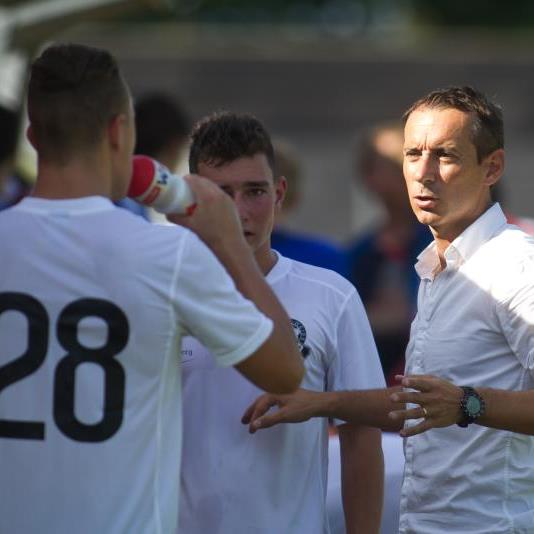 Bregenz-Coach Mladen Posavec feierte vor zwei Tagen seinen 42. Geburtstag und will nun einen Derbysieg.