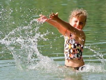 Naturbad Untere Au mit bescheinigter sehr guter Wasserqulität.