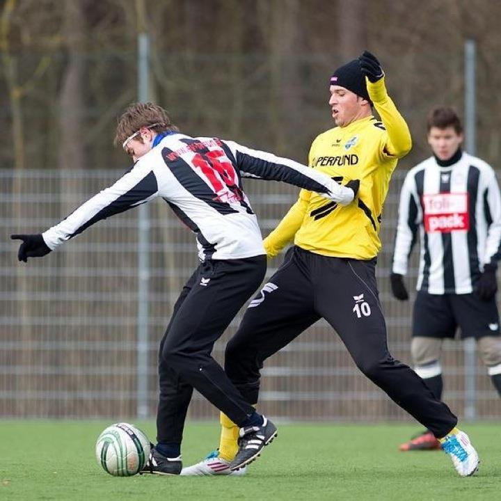 Lukas Katnik (r.) spielt seit dieser Saison für den Titelaspirant Austria Salzburg und hofft auf den Meistertitel.