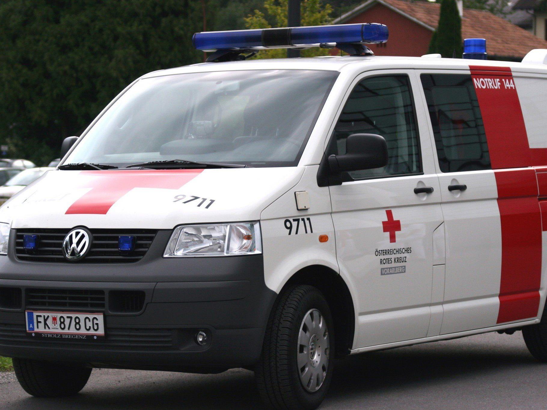Verletzter wurde mit der Rettung ins LKH Feldkirch gebracht.