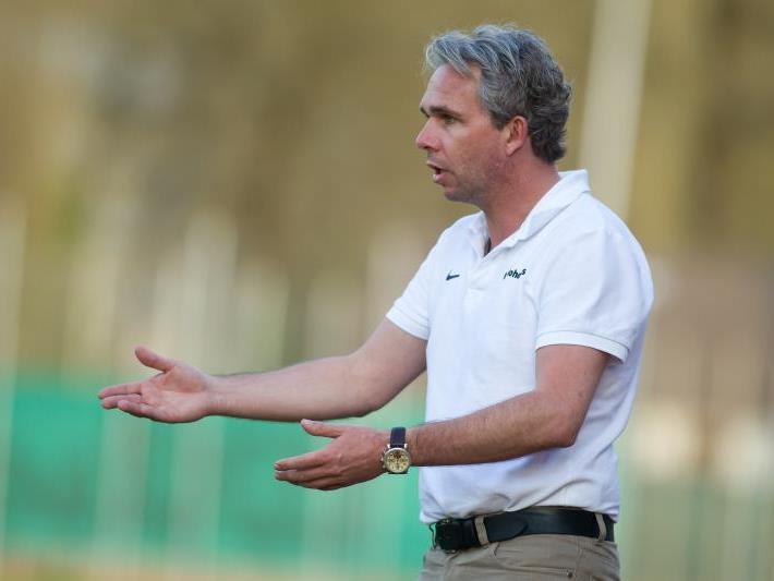 Sorgenfalten beim VfB Hohenems Trainer Rainer Spiegel, ein starkes Duo ist verletzt.