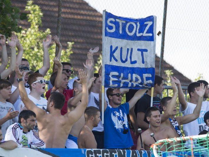 Die FC Lustenau Fans sahen ein 1:1-Unentschieden im Spiel eins nach dem Abstieg in den Amateurfußball.
