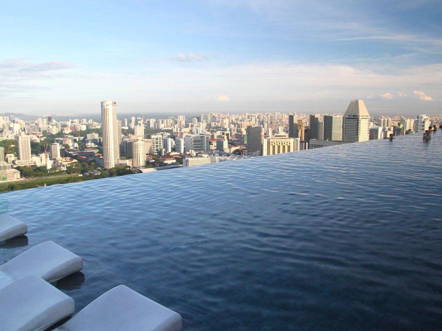 Längster und höchster Infinity-Pool: Marina Bay Sands / Singapur.