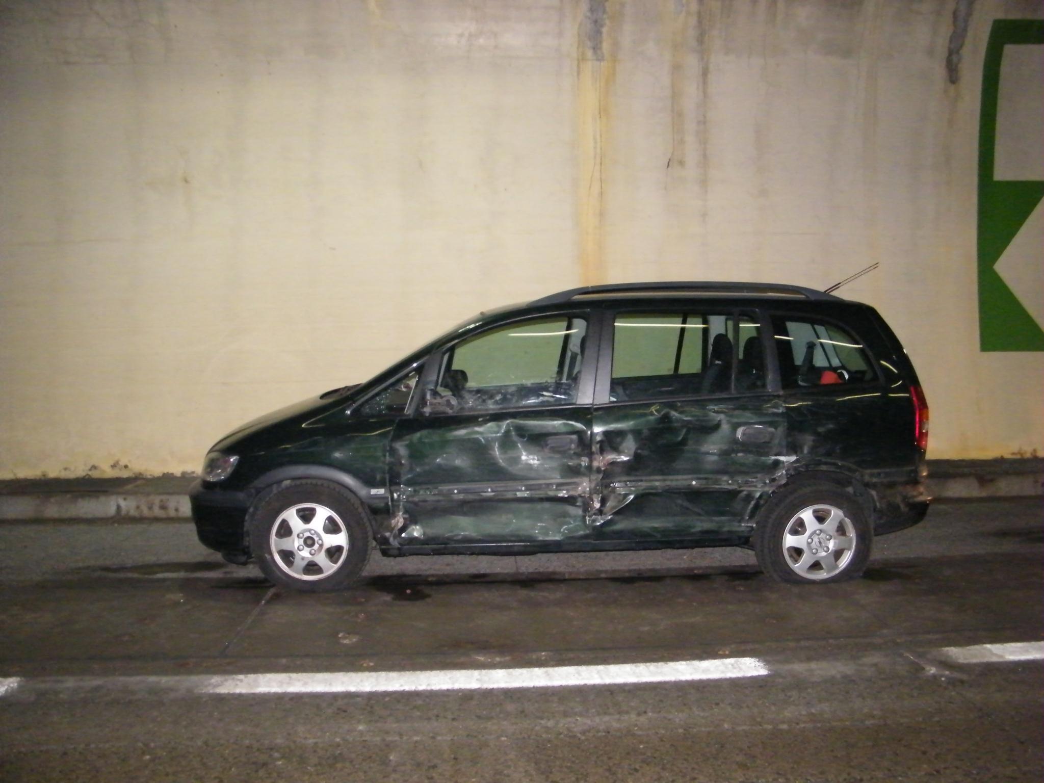 S 16: Zwei Verletzte nach Unfall.