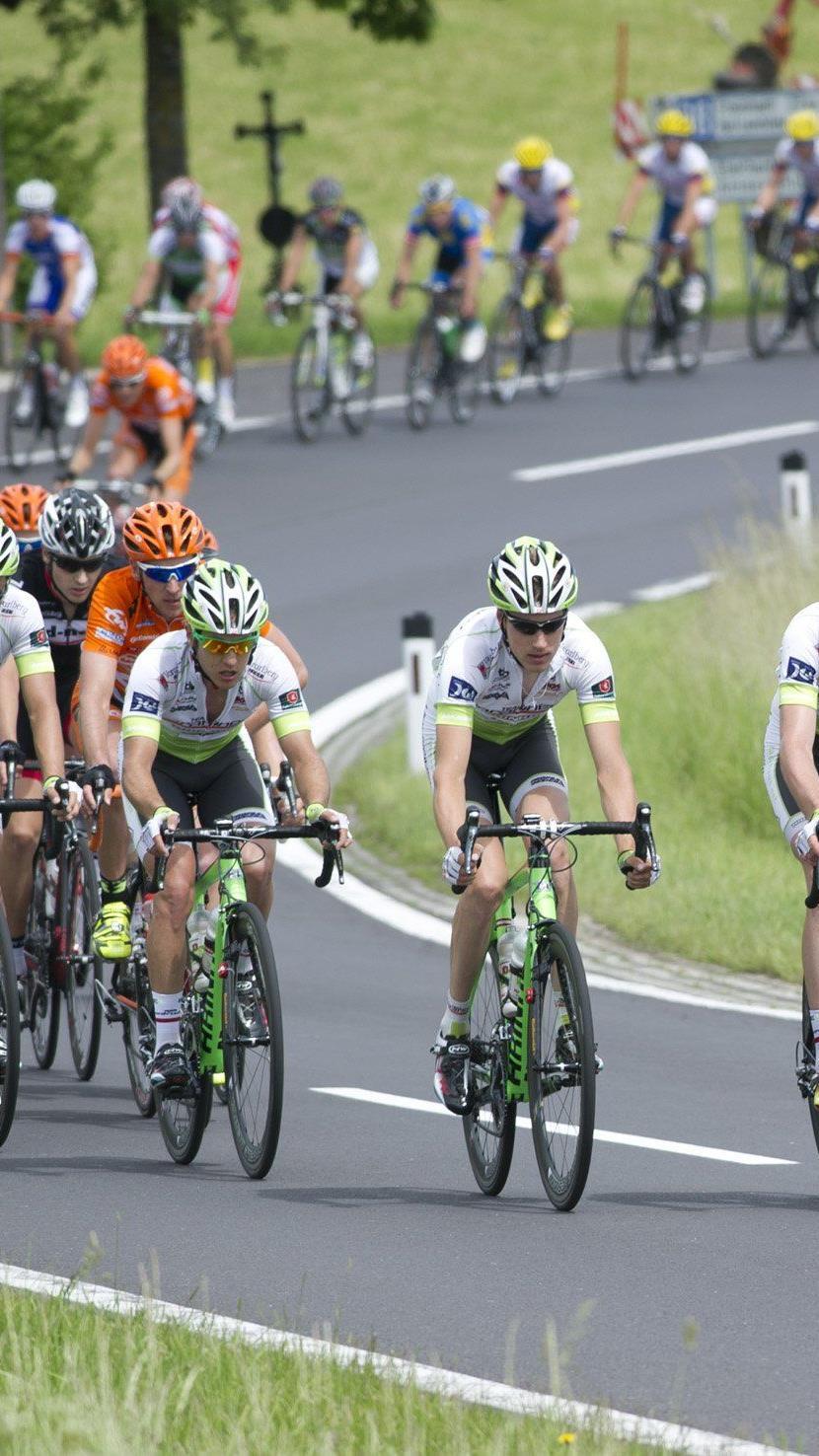 Team Vorarlberg Fahrer Daniel Biedermann war in die Massenstürze in China verwickelt, sein Rad ist demoliert.