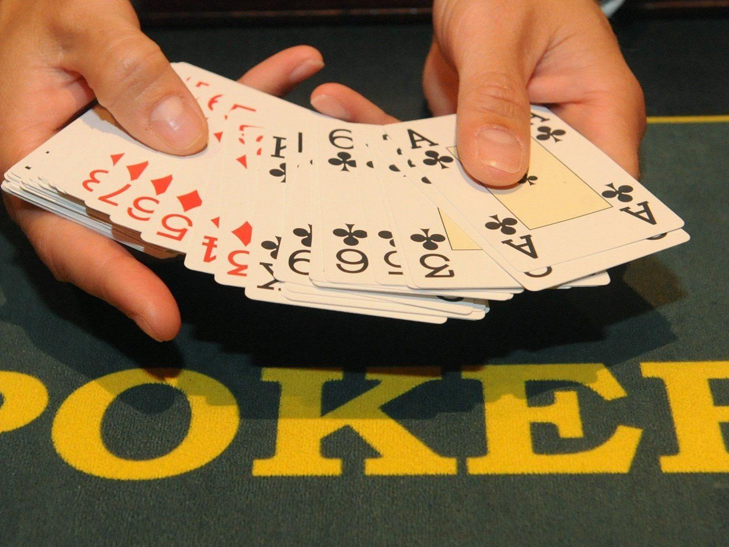 Sechs Poker-Betrüger wurden in Südfrankreich verurteilt, sie hatten das Spiel mit Infrarot-Linsen und gezinkten Karten manipuliert.