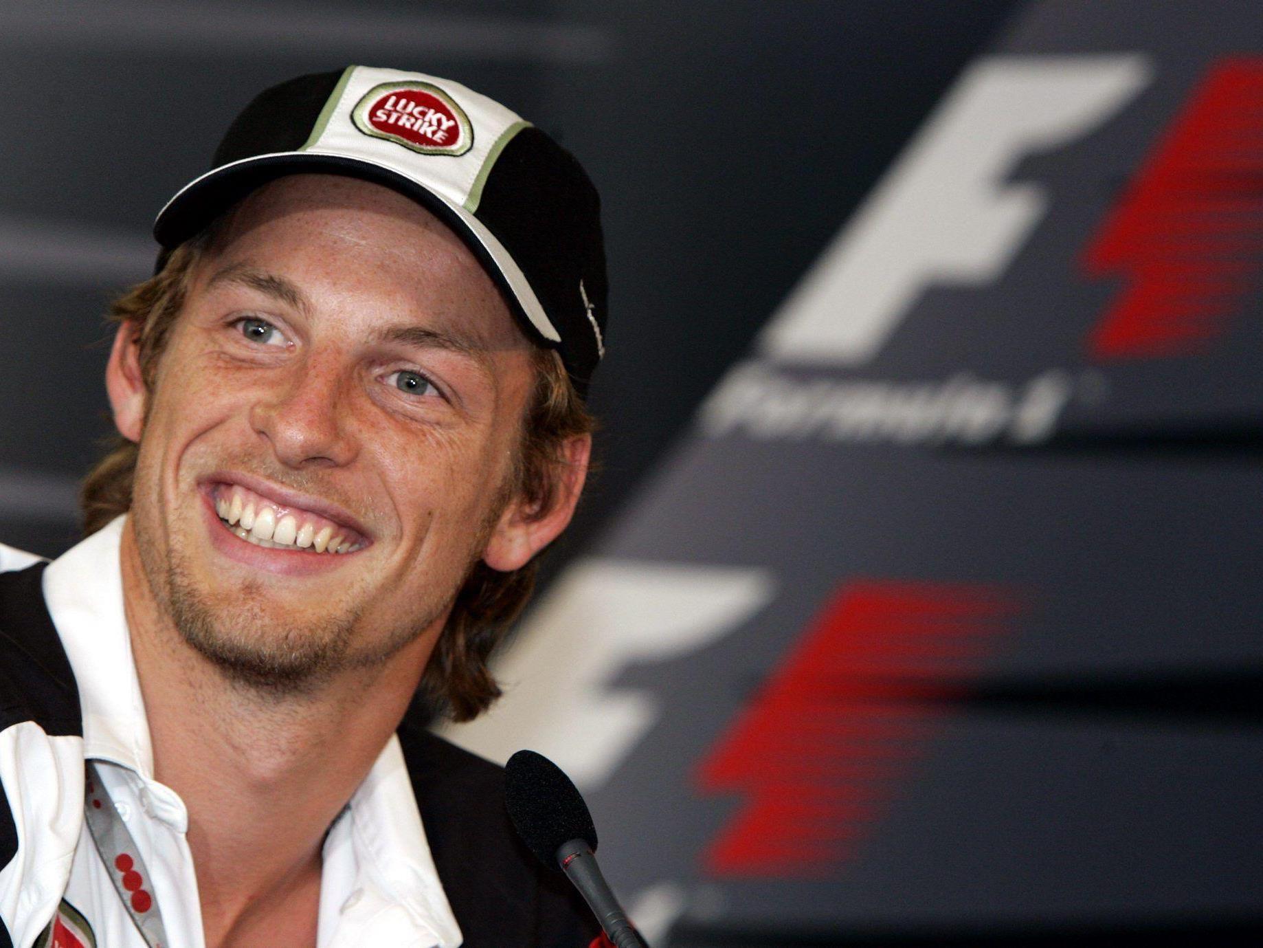 Formel-1-Pilot Jensen Butto bleibt auch 2014 bei McLaren.
